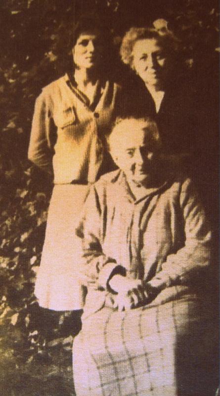 Pani Maria ze swoją matką i wychowanicą Basią.
