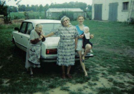 P. Maria z mamą, córką Isią i wnukiem